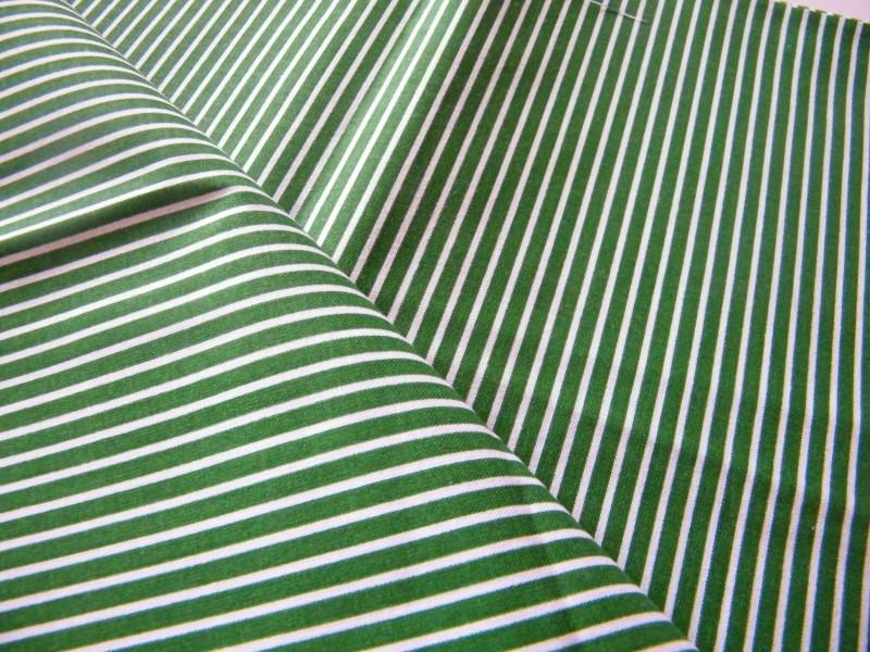 tmavě zelený proužek