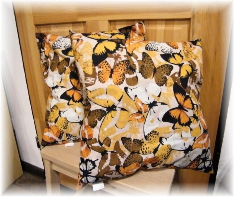 polštář-hnědý motýl