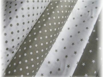 khaki hvězdičky na bílém