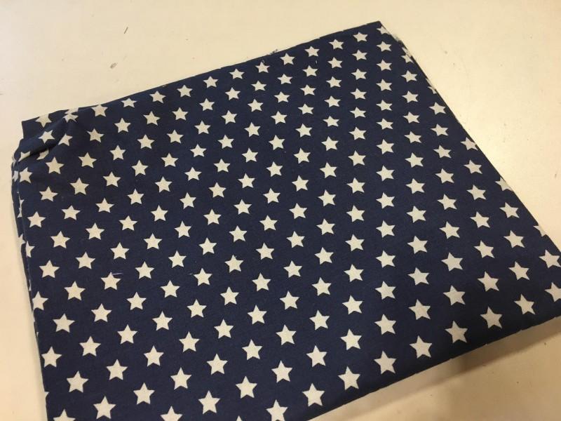 bílé hvězdy na tmavě modré-zbytek 18 cm