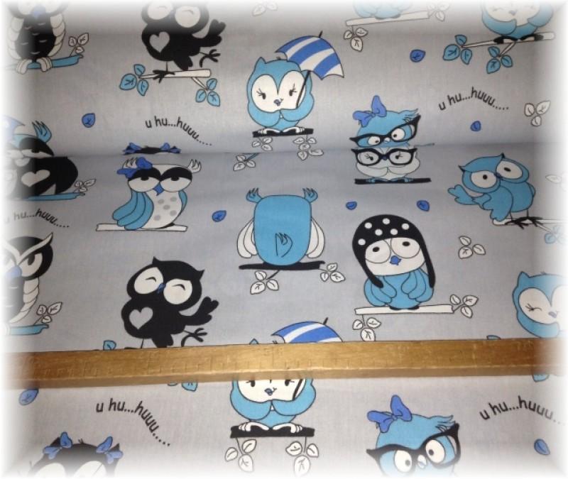 sovy s modrou na šedém