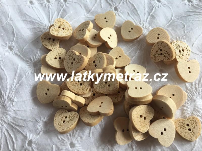 dřevěný knoflík-srdíčka velikost 24