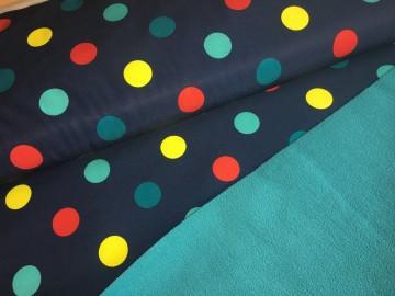 zimní softshell-puntíky na tmavě modrém