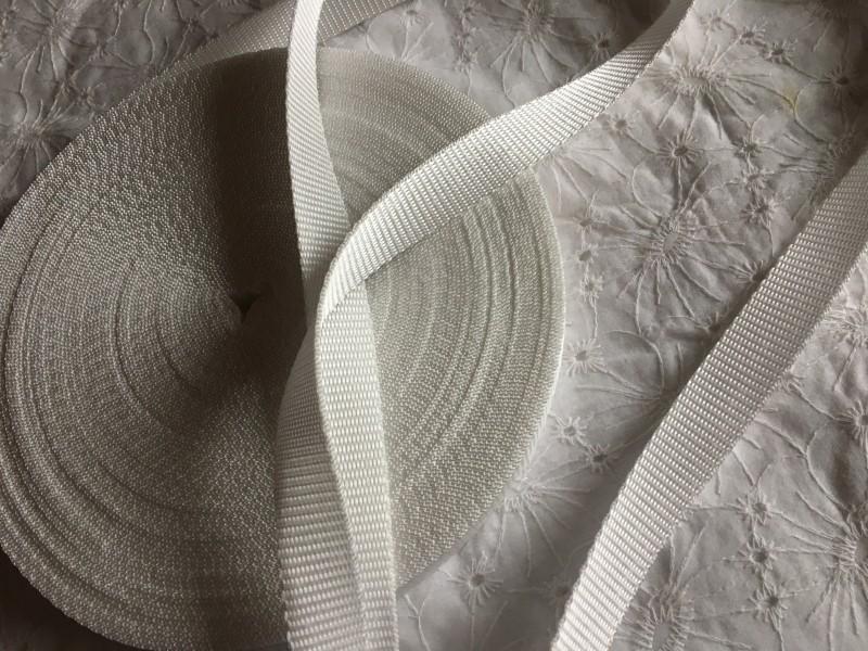 popruh bílý šíře 20 mm