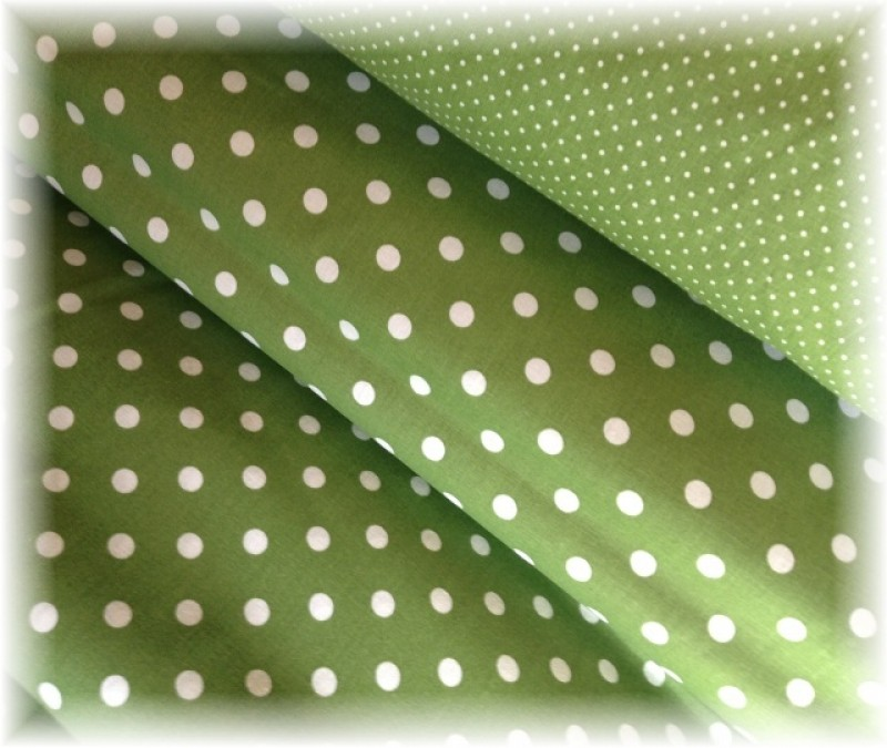 puntík na tmavě zelené -větší-10 metrů