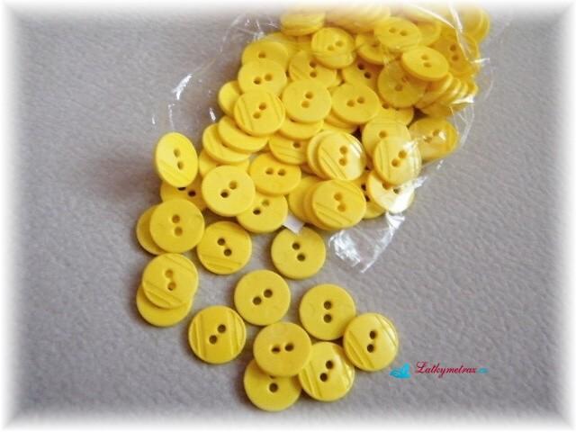 knoflíčky,světle žluté