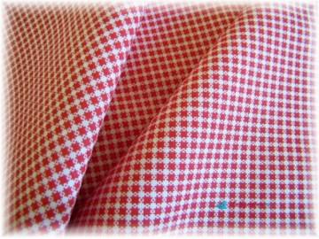 červená drobná kostička