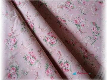Stof-růže na růžovém podkladě