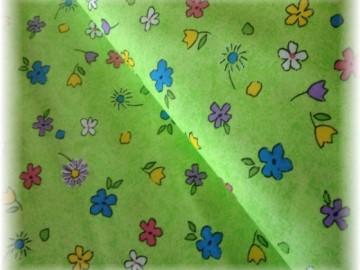pestré kytičky na zeleném