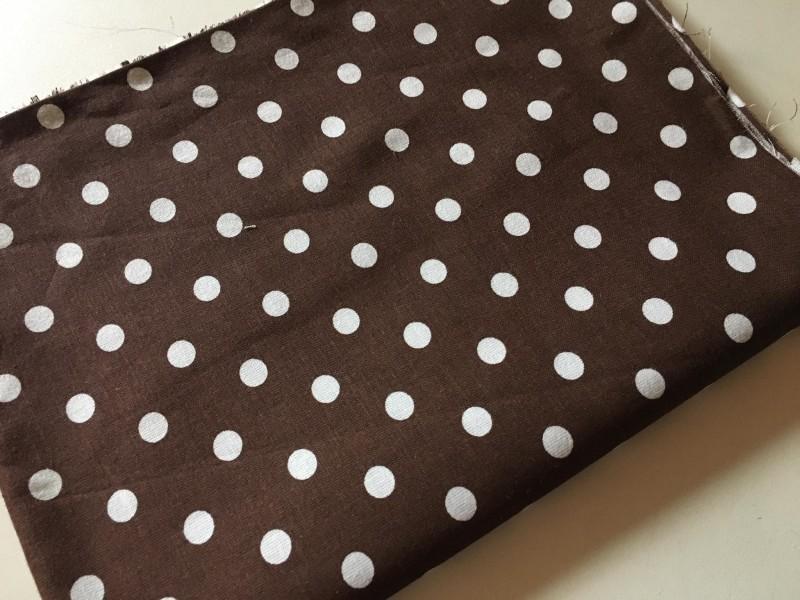 tmavě hnědý puntík-zbytek 43 cm